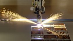 CO2-Lasern mit effektiven Schneidgasen