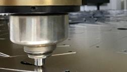 Der Laser zum CNC-Stanzen in der Fertigungsindustrie