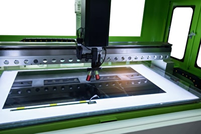UV-Laserschneidsystem zum Trennen von Leiterplattenmaterialien
